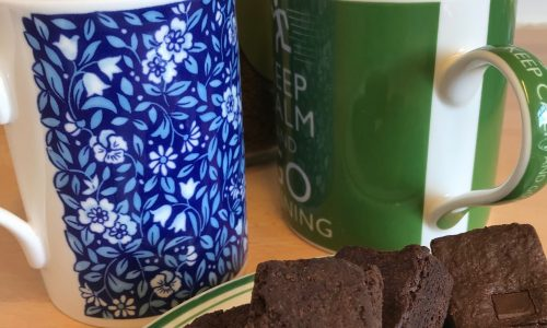 mugs and cakes